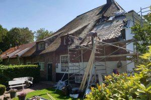 Nieuwe-dakpannen-oude-holle-monumentaal-pand-in-Rijswijk-2