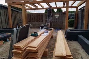 Overige-bouw-werkzaamheden,-plaatsen-massief-houten-veranda,-met-verlichting-en-antrasiet-betonnen-poeren4