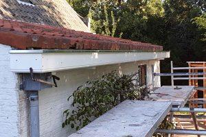 Slecht-hout-werk-vervangen-boeidelen-vervangen-nieuwe-zinken-dakgoten-plaatsen-2