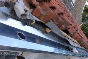 Slecht-hout-werk-vervangen-boeidelen-vervangen-nieuwe-zinken-dakgoten-plaatsen-4