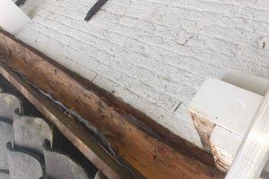 Slecht-hout-werk-vervangen-boeidelen-vervangen-nieuwe-zinken-dakgoten-plaatsen