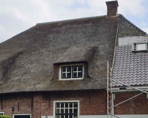 Nieuwe-dakpannen-oude-holle-monumentaal-pand-in-Rijswijk-4