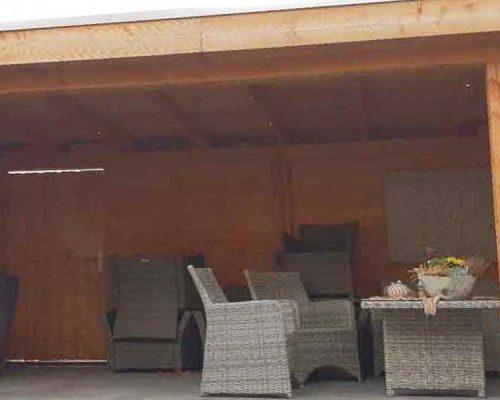 Overige-bouw-werkzaamheden,-plaatsen-massief-houten-veranda,-met-verlichting-en-antrasiet-betonnen-poeren5