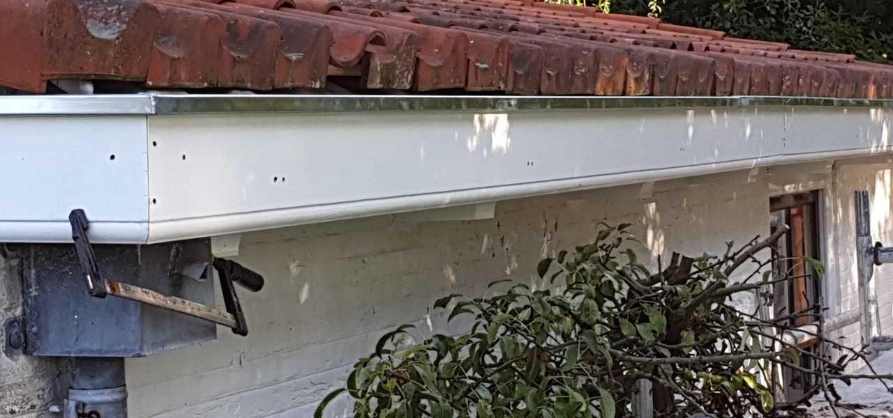 Slecht-hout-werk-vervangen-boeidelen-vervangen-nieuwe-zinken-dakgoten-plaatsen-5